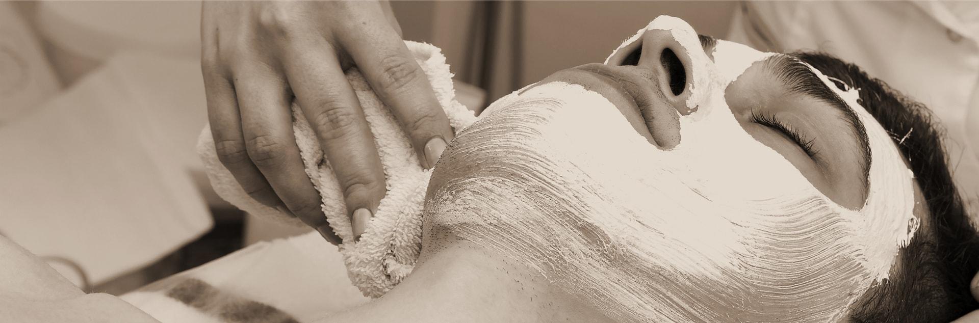 Applicazione esfoliante durante trattamento di peeling